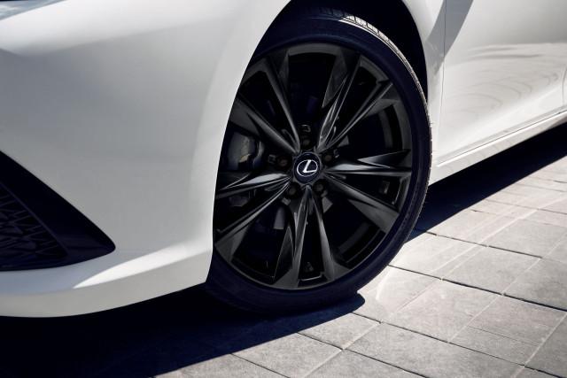 2021 Lexus ES Black Line