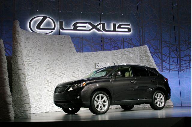 2010 Lexus RX 350, RX 450h Hit the Road