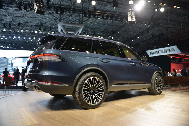 Lincoln Aviator Suv 2018 New York Auto Show