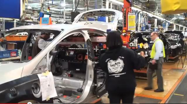 Lithium Ion Battery Pack Installation In 2017 Ford Focus Electric At Wayne Embly Plant