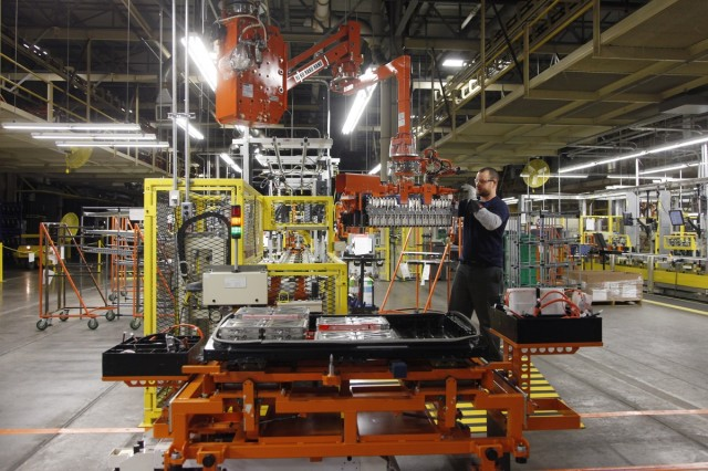 Lithium-ion cell modules transferred into battery pack at Nissan plant in Smyrna, Tennessee