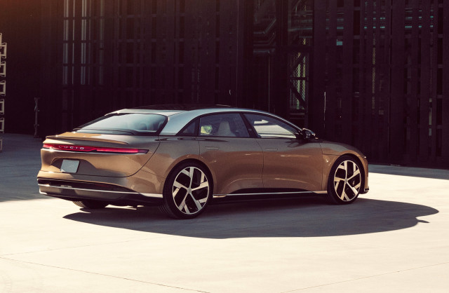Lucid Air outlasts Tesla with 520-mile electric range