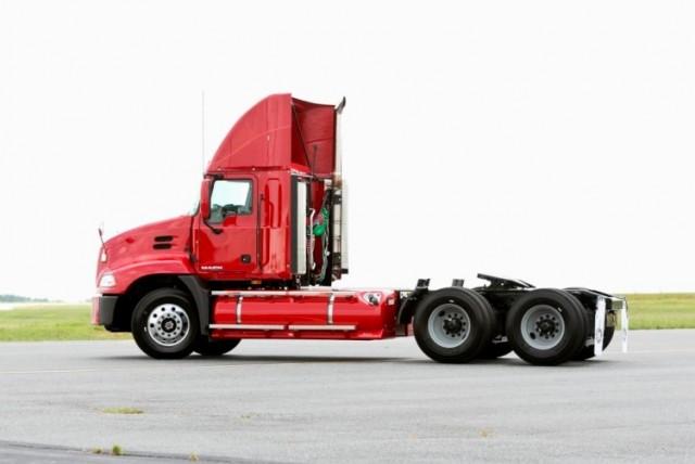 mack trucks updates its natural gas powered semi tractors rh greencarreports com Kenworth Trucks Kenworth Trucks