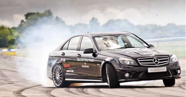 Mauro Calo sets world record drift in Mercedes-Benz