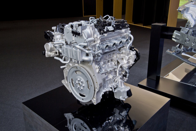 Mazda 2.0-liter SkyActiv-X engine with spark-controlled compression ignition (SPCCI)