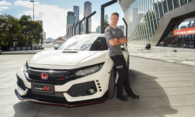 mclaren f1 driver stoffel vandoorne samples the 2017 honda. Black Bedroom Furniture Sets. Home Design Ideas