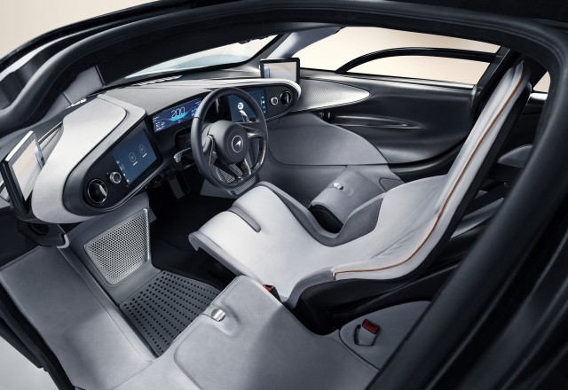 McLaren Speedtail is a hypercar spaceship with central driving position, 1,035 hp