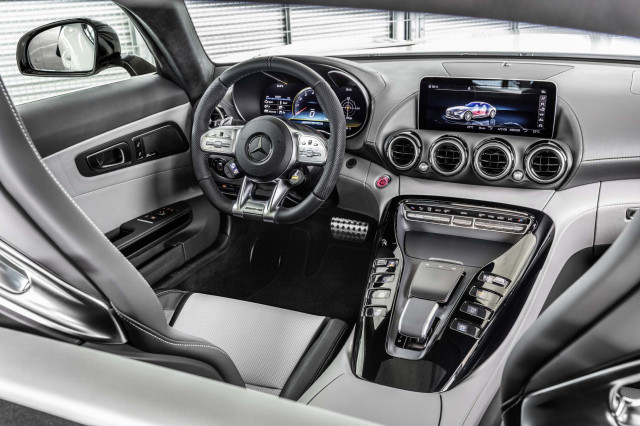 Mercedes-AMG GT now with digital dash