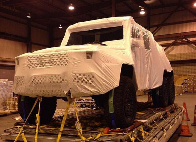 Mercedes-Benz G63 AMG 6x6 reportedly being transported to set of Jurassic World