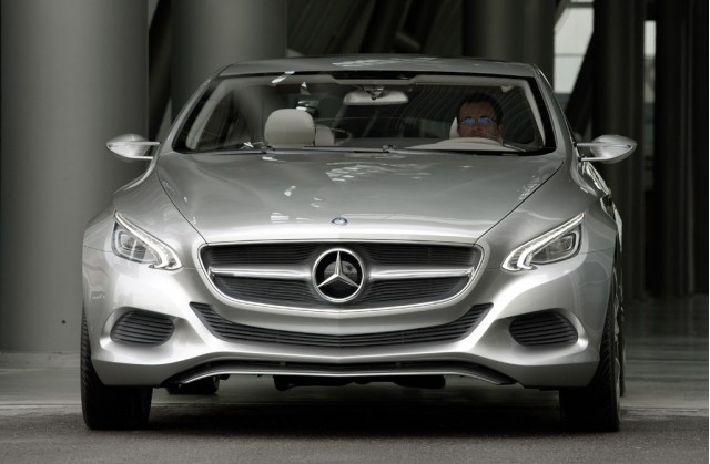 2010 mercedes benz f800 style massive gallery for Mercedes benz sweatsuit
