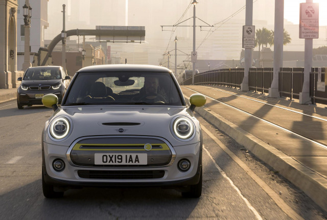 All-electric Mini Cooper, 2019 Cadillac CT6 driven, some Teslas won't change: What's New @ The Car Connection