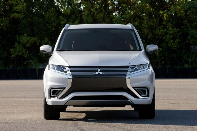 Mitsubishi Outlander PHEV Concept-S, 2014 Paris Auto Show
