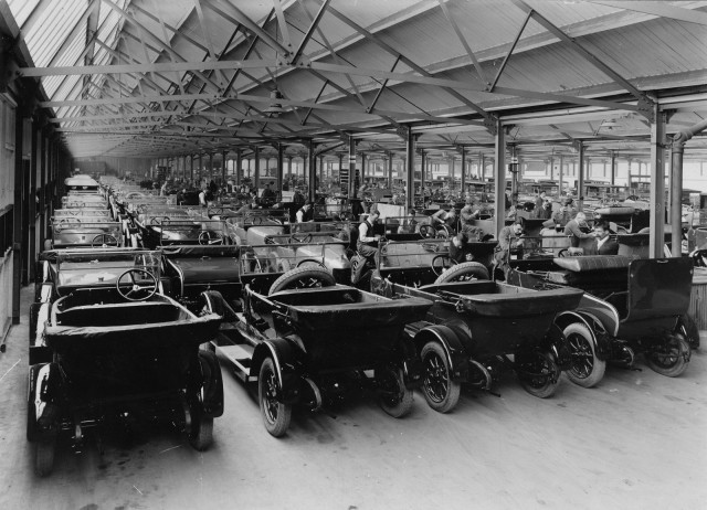Morris Motors plant at Cowley (now MINI Plant Oxford) - 'Bull-Nose' Morris Oxford assembly, 1910s