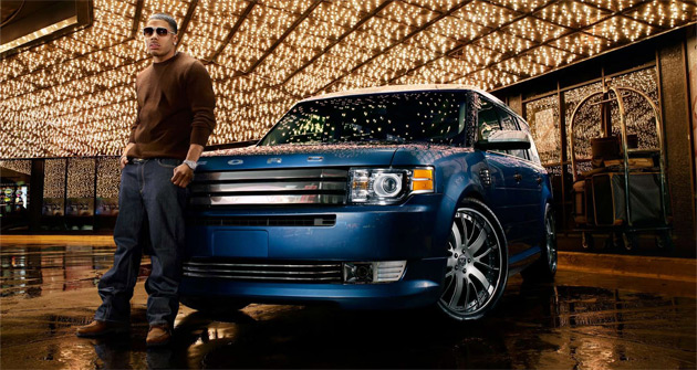 Nelly's Flex features a custom blue and white exterior and 22in aluminum wheels