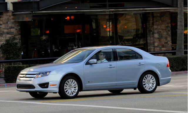 2010 Ford Fusion Hybrid Packs Its Bags And Hits The Road Get Mountain Driving Exclusive