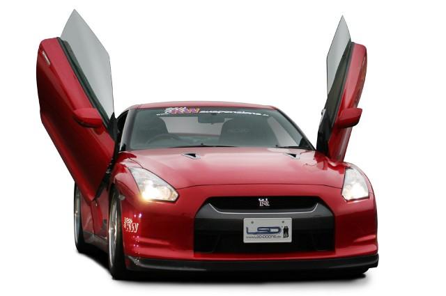 Nissan GT-R with LSD vertical door kit