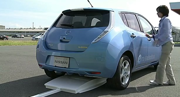 Nissan Leaf Inductive Charging Demonstration