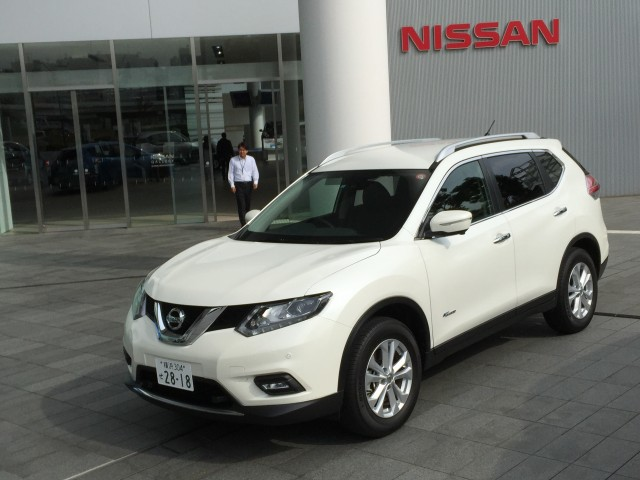 Nissan X-Trail Hybrid (Japanese-spec) - Quick Drive, November 2015
