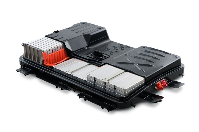 Nissan Leaf Battery Life >> New Life For Old Nissan Leaf Electric Car Battery Replacement And