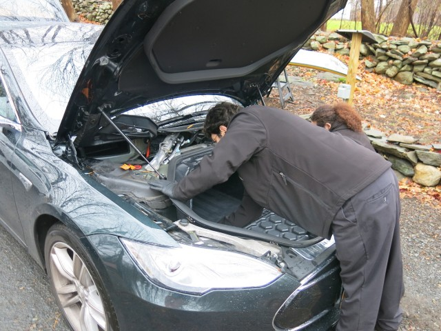 Onsite service by Tesla Motor technicians on 2013 Tesla Model S, upstate NY [photo: David Noland]