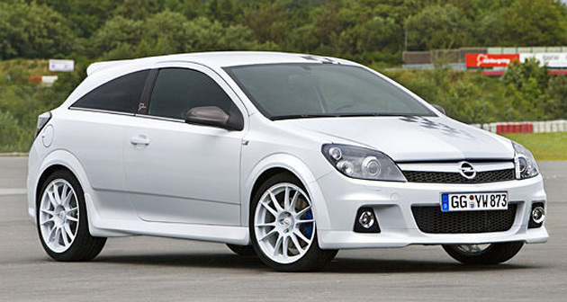 Opel Waters Down Astra Opc Nurburgring 24 Endurance Race Car For The