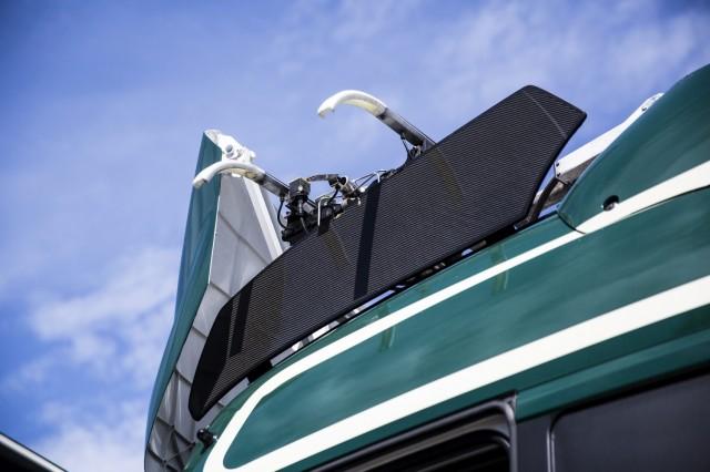 Pantograph on Scania G360 hybrid truck