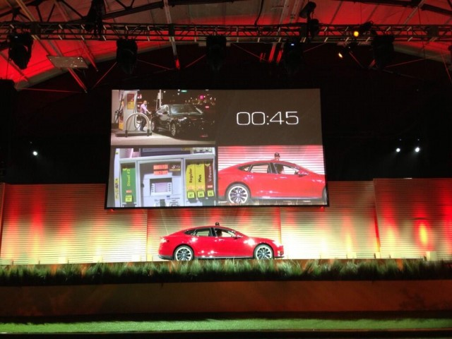 Photo of Tesla Model S battery swapping versus 'fastest gas pump in LA' tweeted by Elon Musk