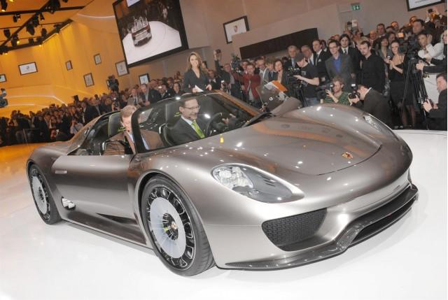 Porsche 918 Spyder Concept live in Geneva. Photos © United Pictures, Int'l.