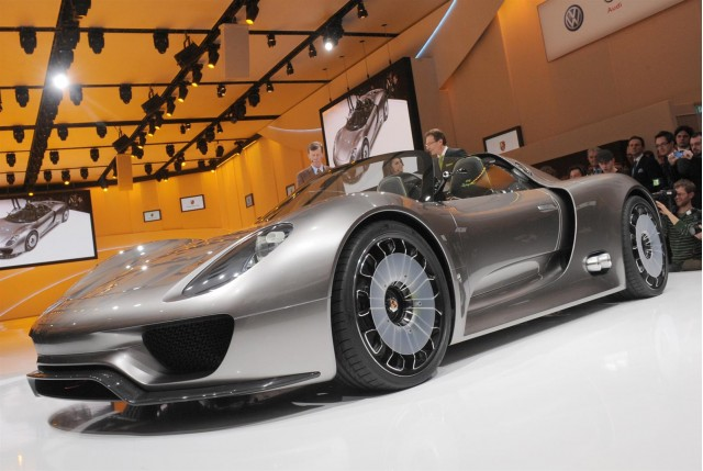 Porsche 918 Spyder Makes Moving Debut At Monterey on