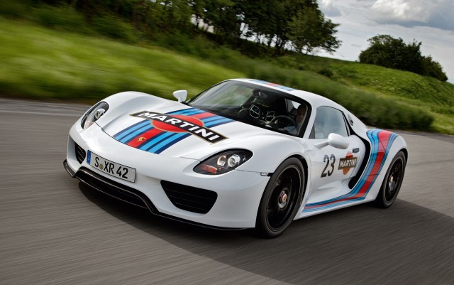 2017 Porsche 918 Spyder In Vintage Martini Racing Livery
