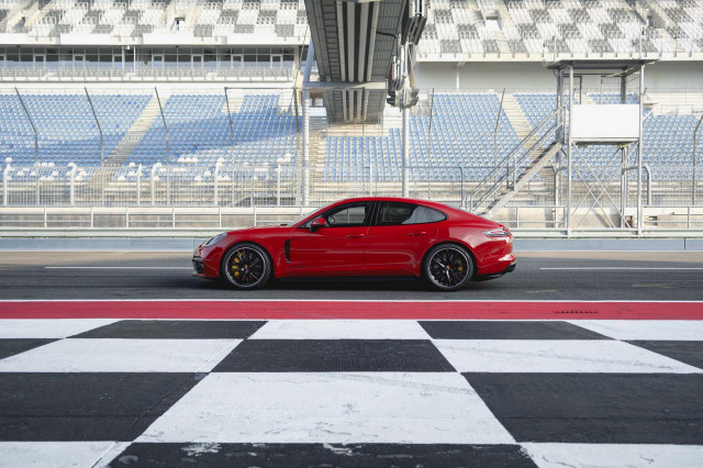 Porsche Panamera GTS and Sport Turismo Debut with 453 Horsepower