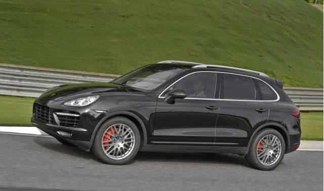 Autocar Pits Porsche's 911 C4S Against Cayenne Turbo