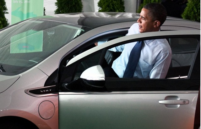 President Obama inspects the 2011 Chevrolet Volt