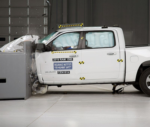 IIHS: 2019 Ram 1500 aces crash tests but has subpar headlights