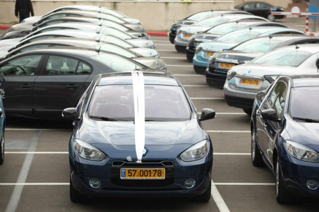 Renault Fluence Ze Electric Cars In Israel Provided By Better Place Photo