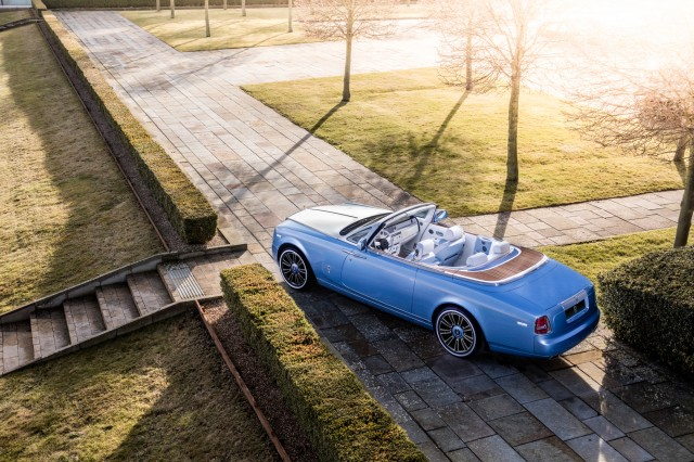 Rolls-Royce Phantom Drophead Coupe Blue Magpie