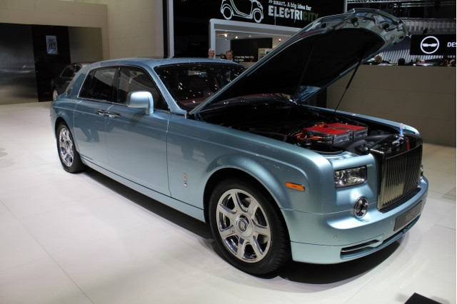 Rolls Royce Phantom Experimental Electric 102EX live photos