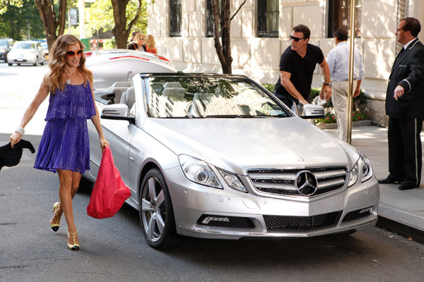 Sarah Jessica Parker, Chris Noth, and a Mercedes-Benz E-Class Cabriolet