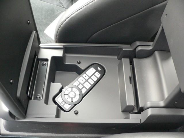 Sirius Backseat TV in Chrysler 300C SRT8
