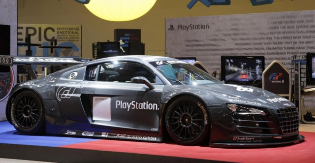 audi r8 lms racing simulator races in to gamescom 2011. Black Bedroom Furniture Sets. Home Design Ideas