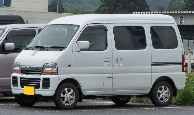 Suzuki Every van - DY5W-sport via Wikimedia Commons