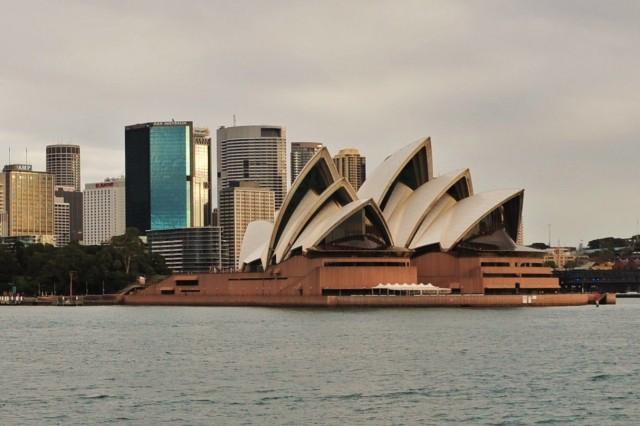 Sydney Opera House by Flicker user thinboyfatter (Used under CC License)