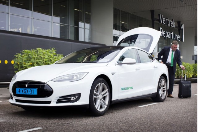 Taxi Electric Tesla Model S taxi in Amsterdam