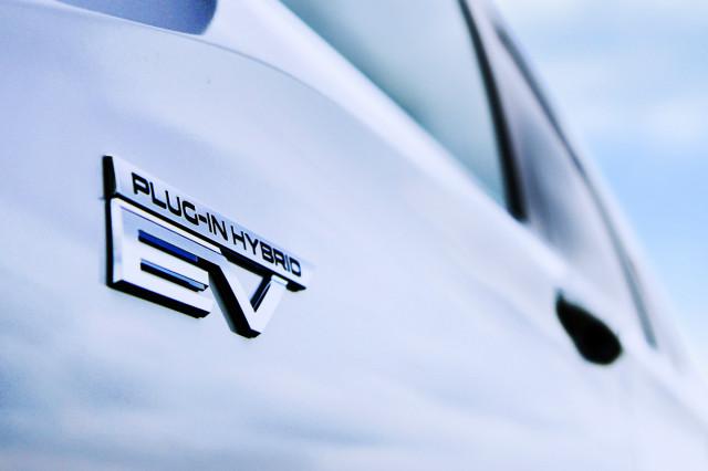 Mitsubishi Outlander plug-in hybrid to return as three-row SUV