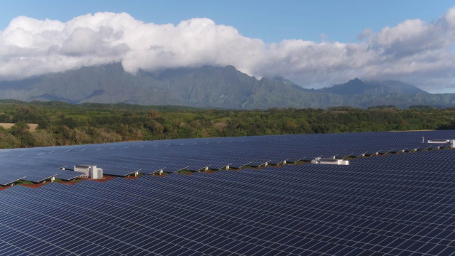 Tesla Kauai solar-energy generation and storage project  [photo: The Verge]