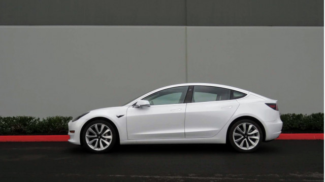 $35,000 Tesla Model 3 arrives with 220-mile range, and a $1,200 asterisk
