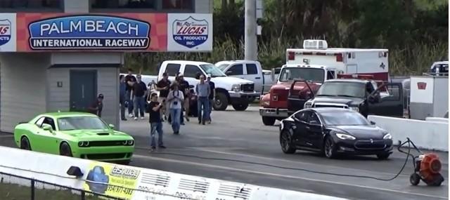 Tesla Model S drag-races 2015 Dodge Challenger Palm Beach Intl Raceway, Hellcat, Jan 2014 [YouTube]
