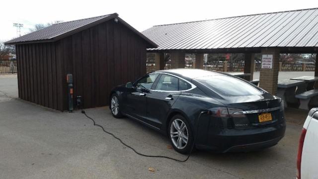 Tesla Model S charging en route during New York to California road trip [photo: David Noland]