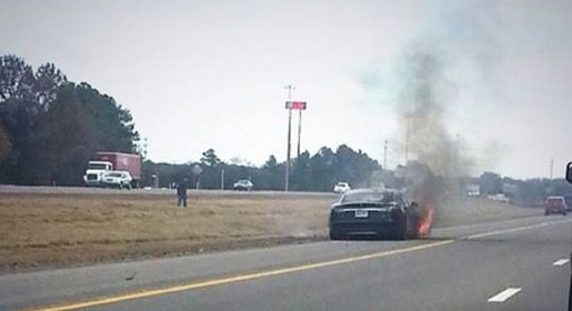 Tesla Model S fire near Smyrna, Tennessee, Nov 2013 (image: Instagram - Davanh)