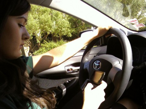 Texting while driving, by Flickr user ericathompson